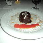 El tartufo: Chocolate duro por fuera mantecado y caramelo adentro.