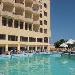 Наш бассейн, в дальней части которого также есть лягушатник для деток))