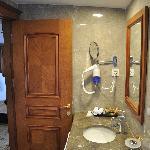 Executive Suite Room 505 Bathroom