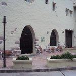 5.-Jujuy-Hotel Termas de Reyes:  fachada posterior y acceso al bar