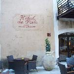 Hotel du Poete outside area