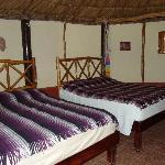 interior dos camas dobles