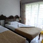 les lits avec le super rideau moustiquaire