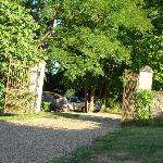 entrance to the house and garden, parking zone