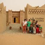 los que viajabamos, con algunos de los chicos de la Kasbah