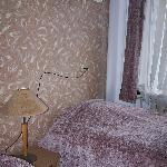 fil électrique en guise de tête de lit