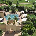 """La piscine """"calme"""" photographiée depuis la tour"""