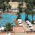 La piscine principale photographiée depuis la tour