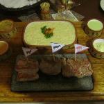 La trilogie de viande boeuf/porc/alpaga sur pierre volcanique.