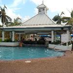 Comfort Suites Swim up pool and bar