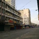 Central Hotel Sandakan: The main road in front of the hotel at early morning