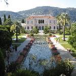 vila with the fountain
