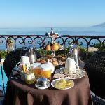 Petit-déjeuner - vue sur la mer