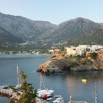 Вид из отеля на бухту и рыбацкий порт.