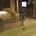 Chambre depuis la baignoire ...