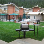 Central Courtyard with Pool/Sauna, Grills and Picnic Area