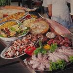 Carne pesce ottimi dolci.il cibo degli DEI cucinato a  Villa Boschetti