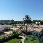 vue sur la piscine et la corniche d'Assouan