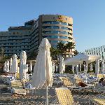 l'hotel visto dlla spiaggia
