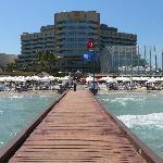 l'hotel visto dal molo