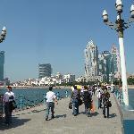 Pier mit Blick zur Stadt