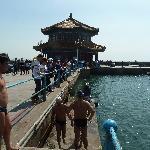 Pier mit Blick zur Pagode