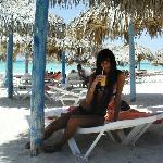 Almuerzo en la playa...pescaditos a la parrilla con fritas y juguito de naranjas frescas...q vid