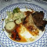 Cenita en el restaurant de carnes con reserva,,.