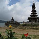 Temple sur le lac Bratan