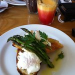 Poached eggs with asparagus and horseradish