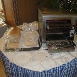 Toastbrot in Plastiktüten am Buffet