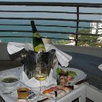 Mémorable déjeuner sur le balcon à l'arrivée