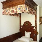 Il letto a baldacchino (di una stanza singola)
