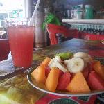 Ensalada frueto y watermelon agua
