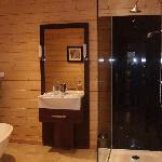 The huge walk in shower ..x