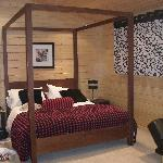 Four poster bed ..x