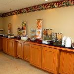 Hotel offers free deluxe continental breakfast each and every morning.