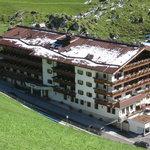 Hotelansicht beim Abstieg von der Bichelalm