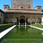 palais d'été de l'Alhambra de Grenade. jardin des Myrtes.