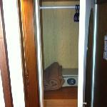 Zimmer 201 Wandschrank