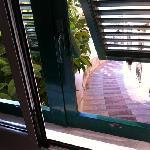 Zimmer 201 mit Blick auf Weg zur Uferpromenade
