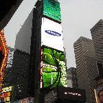 Affiches géantes au centre de Times Square.