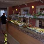 1 van de buffets in `t restaurant.
