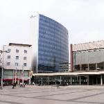 Sicht auf Hotel und Stadthalle vom Berliner Platz