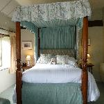 FOUR POSTER BED ROOM 9