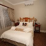 Kingsize bed, airco hangt goed naar de andere kamer