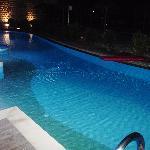 swim up room 5025 pool