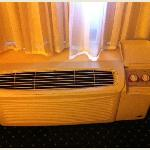 Old-Style Window AC Unit with NO Thermostat Control