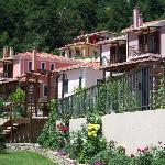At the first flour you can see the suites and the private houses and villas amphitheatrically bu