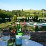Abendessen mit Blick auf den Pool